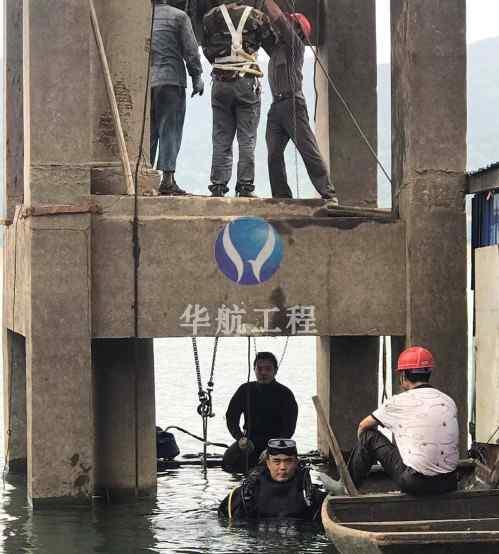 桥桩护舷水下安装